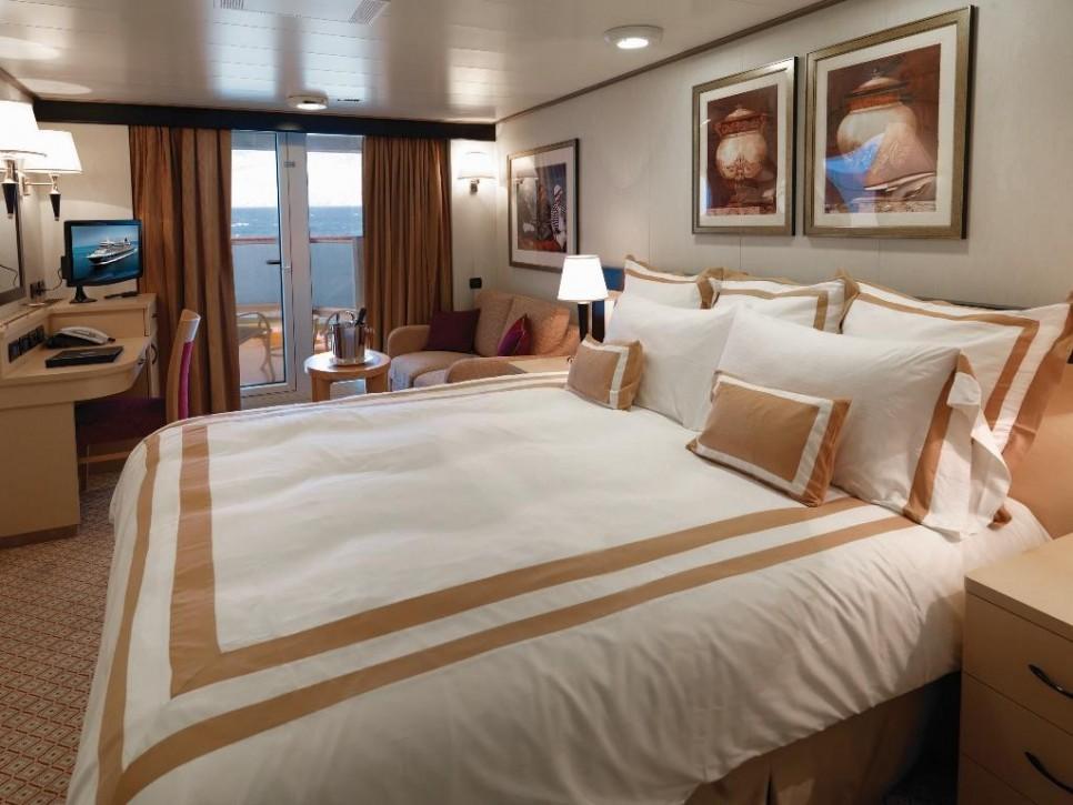 queen-victoria-balcony-cabin-61798-crop