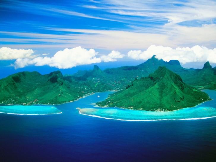 Moorea_French_Polynesia_Cooks_Bay_and_Opunohu_Bay1-728x546
